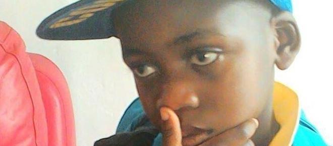 Un băiețel de 4 ani a murit agățat de mama sa decedată cu două săptămâni înainte