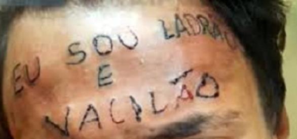 Adolescente tem testa tatuada com a frase 'eu sou ladrão e vacilão'