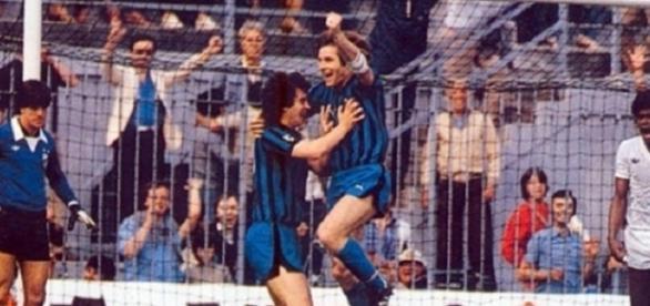 Beccalossi ed Oriali esultano dopo un gol durante Inter-Santos, Mundialito Clubs 1981