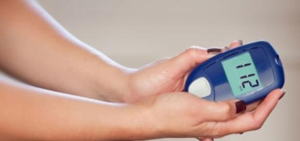 Lower blood glucose level without medicine. [Image via bloodsugarsupplements.org]
