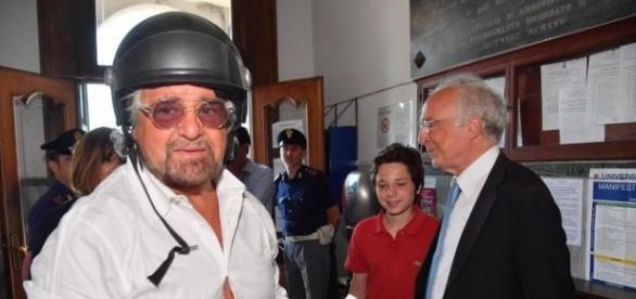 Beppe Grillo fotografato al seggio delle elezioni amministrative 2017 nella 'sua' Genova