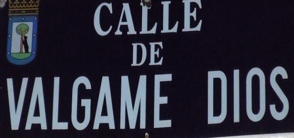 Calle madrileña de Válgame Dios, cuyo nombre deriva de una singular leyenda.