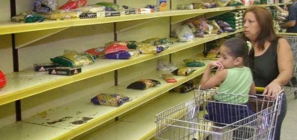 Cidadãos da Venezuela com poucas opções e condições de suprimentos