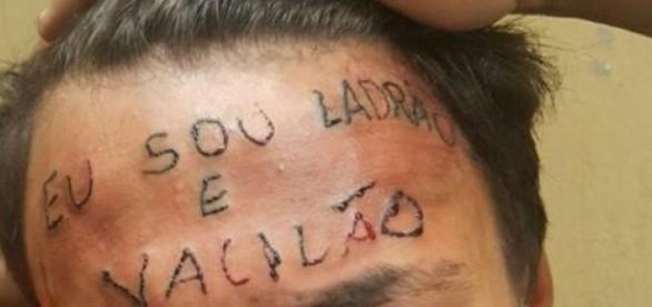 Jovem que teve a testa tatuada revela que teve vontade de morrer (Foto: internet)