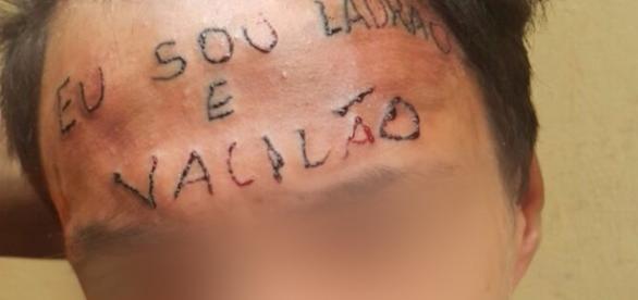 'Meu filho não é bicho', diz mãe de adolescente tatuado na testa ( Foto: Reprodução)