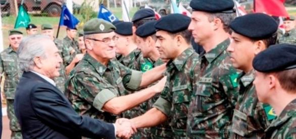 Militares e presidente da República, Michel Temer