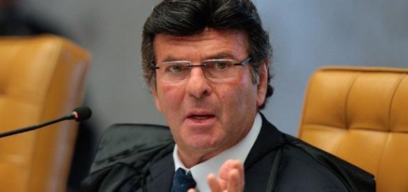 Ministro Luiz Fux avisa que repetiria seu voto no TSE se fosse preciso