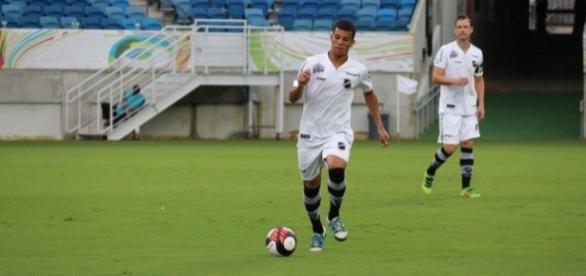 Volante recebeu elogios por últimas atuações (Foto: Andrei Torres/ABC FC)