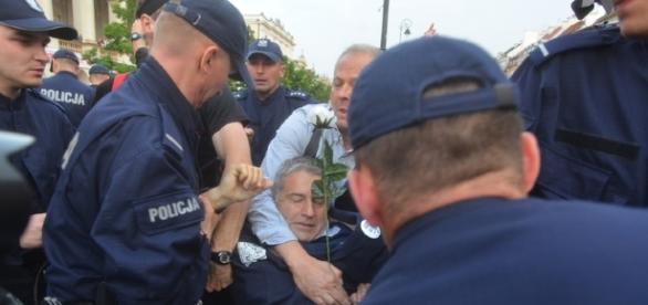 Władysław Frasyniuk tym razem szykanowany przez policję (fot. interia.pl)