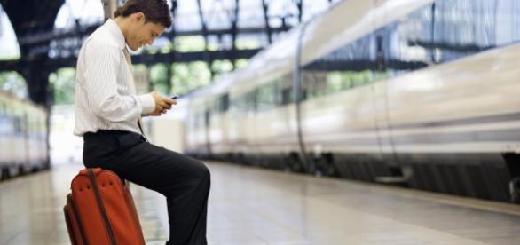 Addio al roaming nell'Ue: eccezioni e nuove tariffe gestori Wind, Tre, Vodafone e Tim.