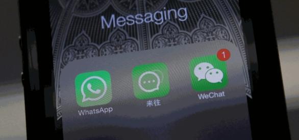 Homem exige indenização de mulher que ficou o tempo todo mexendo em celular durante encontro
