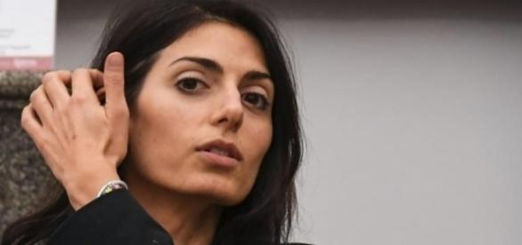 Il sindaco di Roma Virginia Raggi dice basta all'arrivo di altri migranti in città