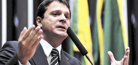Senador defende concurso para ministros do STF, STJ e TCU