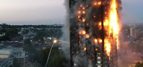 London fire: Blaze engulfs apartment block -- live updates - CNN.com - cnn.com