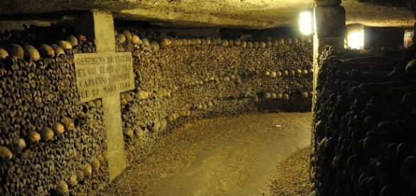 Photo Paris Catacombs via Pixabay by chiefhardy / CC0