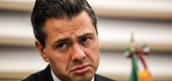 Vidal Lleneras y expresa su posición política.