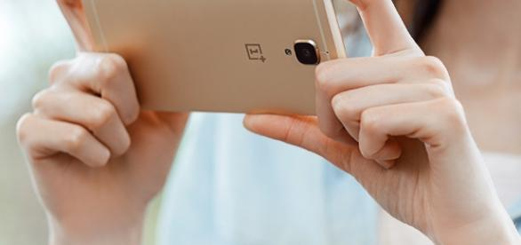 Tech enthusiasts can also pre-order the Android smartphone at OnePlus official website. [Image via Facbook/ OnePlus]