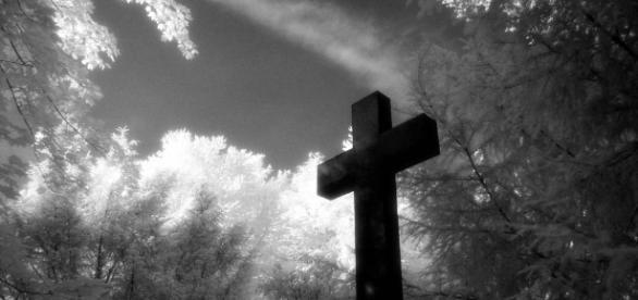 Kreuz auf Friedhof IR Foto & Bild | architektur, friedhöfe, engel ... - fotocommunity.de