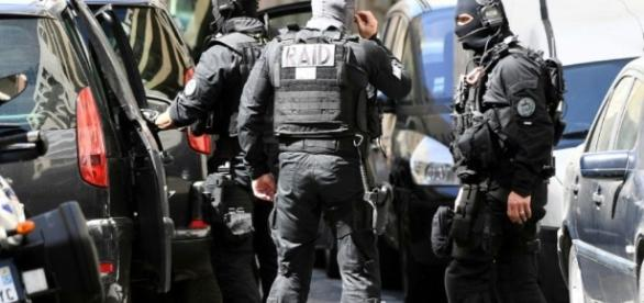 Attentat déjoué : les deux suspects arrêtés à Marseille présentés ... - liberation.fr