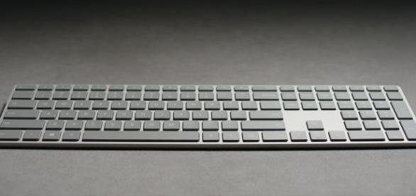 Microsoft Modern Kyeboard: has Apple MacBook Pro's feature(Microsoft/YouTube)