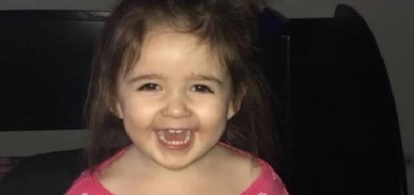Menina de apenas dois anos cai de janela do apartamento no quinto andar e sobre apenas um hematoma no braço