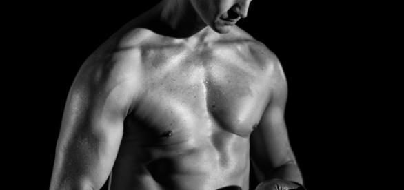 Mężczyzna z wysokim poziomem testosteronu (fot. unsplash.com)