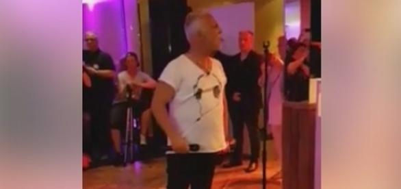 Nino de Angelo soll seinem Manager die Zunge rausgestreckt haben und alkoholisiert gewesen sein / Foto: Screen, Volker Loeschner/Facebook