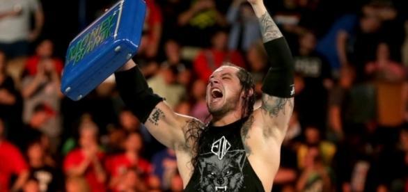 Baron Corbin puede canjear su maletín por una lucha titular en el plazo de 1 año. WWE.com.