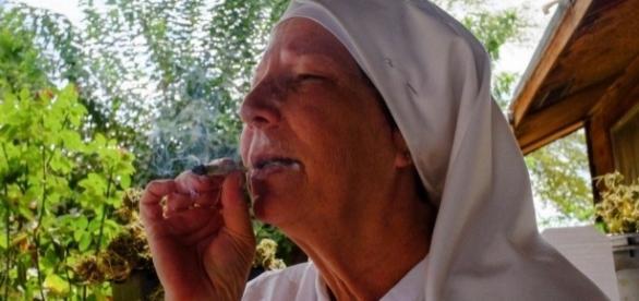 Freiras que plantam e fumam maconha