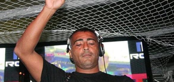 Romário sendo DJ e arrasando nas noitadas