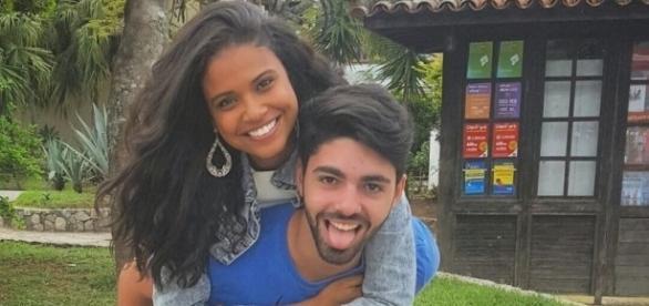 Aline Dias e o namorado Rafael Cupello.