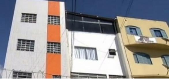 Apartamento onde jovem se jogou