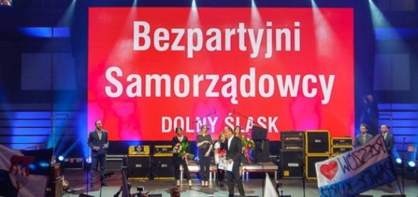Bezpartyjni samorządowcy jeszcze z Pawłem Kukizem (fot. Oficjalny FB fanpage KWW Bezpartyjni Samorządowcy)
