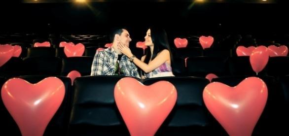 Que tal assistir um filme romântico? ( Foto: Reprodução)