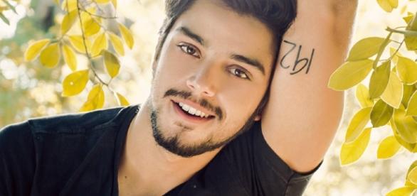 Rodrigo Simas está entre outros atores que são gays e você não sabia