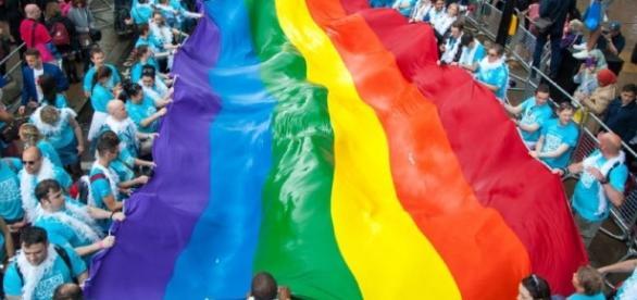 La bandera que celebra el Orgullo Gay. sopitas.com