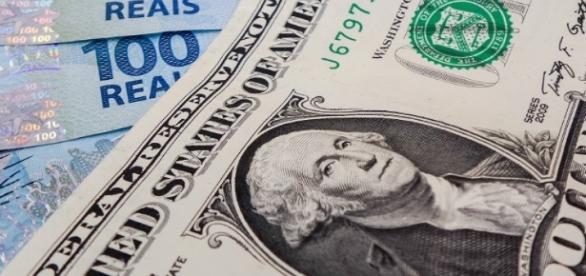 Dólar e DIs disparam; derrocada do petróleo também pressiona