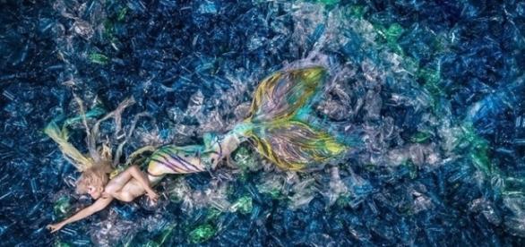 Fotógrafo chama a atenção para o problema da poluição marítima (Foto: Reprodução/Benjamin Von Wong)