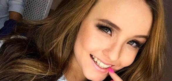 Larissa Manoela posa de biquíni e fãs apontam silicone - Google
