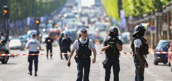 L'auteur de «l'attentat raté» des Champs-Élysées est mort