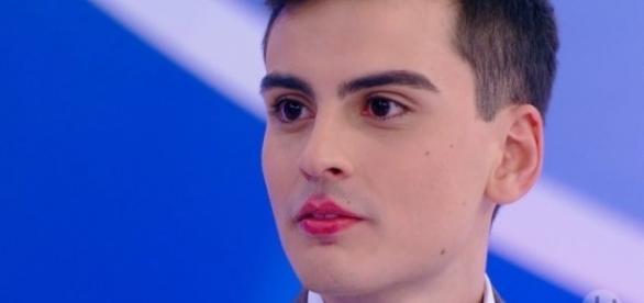 O jovem até beijou uma menina no programa