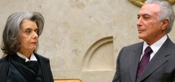 """Temer se encontra """"por acaso"""" com presidente da Corte"""