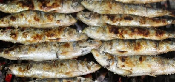 Aproveite a sardinha assada para combater a artrite reumatóide.