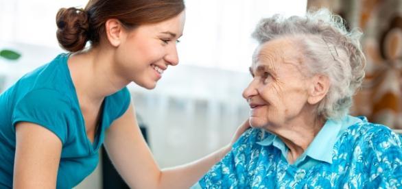 Cuidados à pessoa com Doença de Alzheimer (Reprodução/Internet)