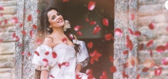 Emilly Araújo é flagrada em clima de romance (Foto: Reprodução)