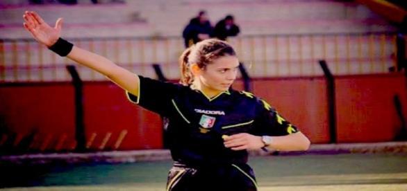 Las mujeres árbitro también son castigadas por la FIFA.