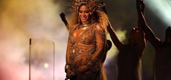 O parto da cantora Beyoncé aconteceu no sábado (17) e os bebês seguem internados no hospital devido a um problema de saúde