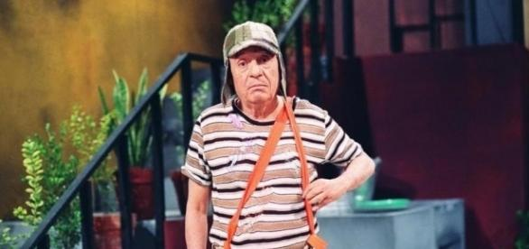 O seriado 'Chaves' foi retirado do ar sem aviso e substituído pelo programa 'Roda Roda da Jequiti'.