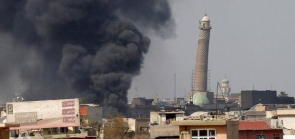 Estado Islâmico explodiu a Grande Mesquita de al-Nuri