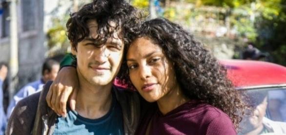 Gabriel Leone e Bárbara Reis na gravação da supersérie